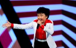 """Giọng hát Việt nhí: Cậu bé tóc xù làm """"dậy sóng"""" ghế nóng"""