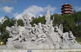 Chủ tịch nước Trương Tấn Sang dâng hương viếng mộ liệt sĩ