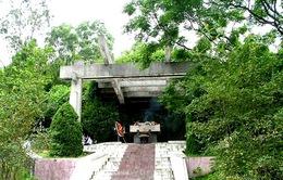 Lễ dâng bánh chưng tại khu mộ bà Hoàng Thị Loan