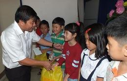 Học bổng đầu xuân cho học sinh nghèo vượt khó