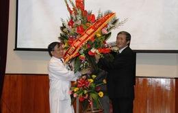 Đồng chí Đinh Thế Huynh chúc mừng ngày Thầy thuốc Việt Nam