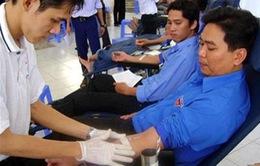 Năm 2012, người dân tình nguyện hiến trên 900.000 đơn vị máu