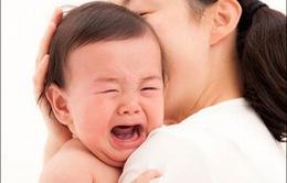 Tránh dỗ dành khi trẻ khóc đêm