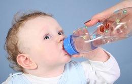 Những lưu ý khi cho trẻ uống nước