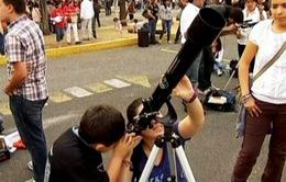 Mexico lập kỉ lục Guiness về số người dùng kính viễn vọng
