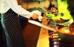 Xử trí kịp thời với đám cháy dầu mỡ khi nấu ăn