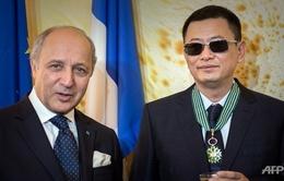 ĐD Vương Gia Vệ nhận Huân chương danh giá tại Pháp