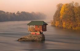 Độc đáo ngôi nhà trên dòng sông Drina ở Serbia