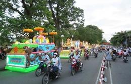 Tưng bừng lễ diễu hành xe hoa mừng Đại lễ Phật đản