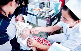 """Sản phụ """"sợ"""" tiêm mũi 24 tiếng vaccine viêm gan B cho con"""