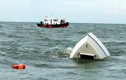 Tăng cường huy động lực lượng tìm kiếm nạn nhân chìm tàu