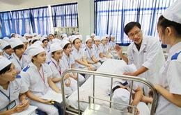 Nhật Bản thiếu hụt nghiêm trọng nhân viên y tế