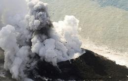 Nhật Bản: Xuất hiện hòn đảo mới sau núi lửa phun trào