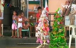 """Người dân """"vùng đất chết"""" Tacloban chuẩn bị cho Giáng sinh"""