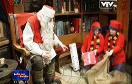 Ông già Noel bận rộn với việc chuẩn bị quà cho Giáng sinh