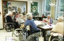 Chuyện chăm sóc người già trong nhà dưỡng lão tại Bỉ