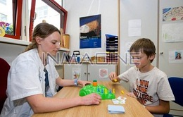 Làm thế nào với trẻ chậm biết nói?