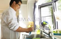 Có nên nhờ chồng giúp đỡ việc nhà?