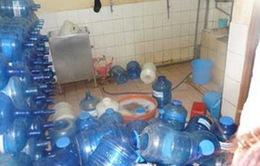 Hà Nội: Thu hồi 5 loại nước đóng chai nhiễm khuẩn