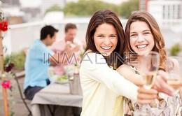 Chồng không thích tụ họp bạn bè
