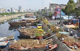 """Chợ hoa """"trên bến dưới thuyền"""" - Nét thú vị của Tết Sài thành"""