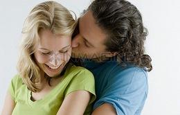 Một nụ hôn có thể đáng giá hơn quà tặng đắt tiền