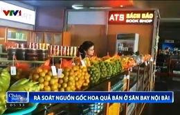 Tăng cường kiểm tra nguồn gốc hoa quả bán tại sân bay Nội Bài