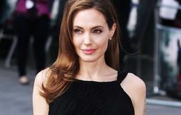 Angelina Jolie phải tiếp tục phẫu thuật để ngừa ung thư