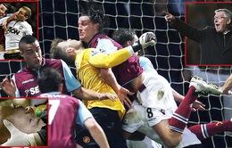 Hòa West Ham, Sir Alex chỉ trích trọng tài và đòi đuổi Carroll