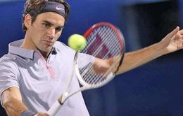 """Giải Dubai Open: Federer vừa đánh đã phải """"đổ mồ hôi"""""""
