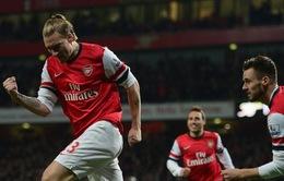 """Arsenal 2-0 Hull City: """"Chân gỗ"""" Bendtner giữ ngôi đầu cho """"Pháo thủ"""" (VIDEO)"""