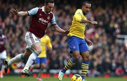 """West Ham 1-3 Arsenal: Walcott và Podolski đem quà cho """"Pháo thủ"""" (VIDEO)"""