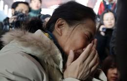 Thân nhân khóc cạn nước mắt vụ máy bay Malaysia Airlines mất tích