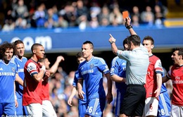 Sau trận thua của Arsenal, trọng tài thừa nhận rút nhầm thẻ đỏ