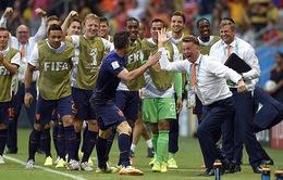Người Hà Lan phát điên sau chiến thắng lịch sử trước Tây Ban Nha