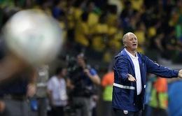 Thầy trò HLV Scolari nức nở xin sự tha thứ của NHM Brazil