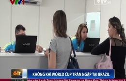 """World Cup 2014: Sức nóng đến ngay từ những """"người phục vụ"""""""