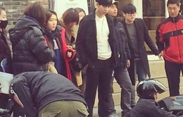 Hình ảnh đầu tiên của Lee Seung Gi trên trường quay You are surrounded