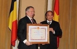 Trao tặng Huân chương Hữu nghị cho Chủ tịch Hạ viện Bỉ