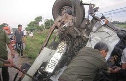 Tiền Giang: 2 xe tải lao vào nhà dân