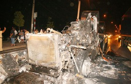 Xe container cháy rụi khi đang lưu thông