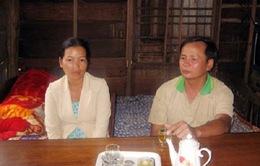 Hai vợ chồng 10 năm nhận chăm sóc người điên