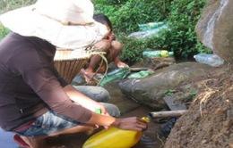 """Được đầu tư nước sạch, dân vẫn """"khát nước"""""""