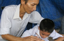 Thầy giáo bệnh tật dạy chữ trẻ em nghèo