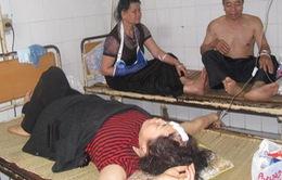 Lật xe du lịch, 31 người bị nạn