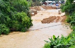 Lũ ống đột ngột tràn về thành phố Lào Cai