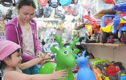 Thị trường đồ chơi trẻ em: Lo vẫn phải mua!