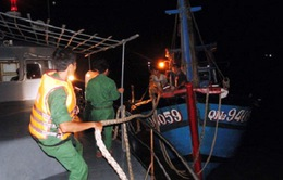 Cứu thành công 8 ngư dân gặp nạn ở biển Cửa Đại