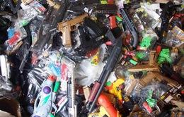 Lô hàng lớn đồ chơi bạo lực chứa chất độc bị bắt giữ