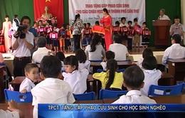 Cần Thơ: Tặng 500 cặp phao cứu sinh cho học sinh nghèo